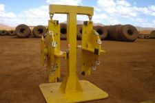 spindle-storage-stand-with-tyre-chain-fitting-spindles